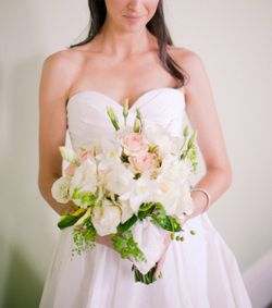 HEPATICA wedding florals (loose bouquet in pink and white w/ roses, ranunculus, lisianthus & maidenhair fern) – photo: Joey Kennedy Photography